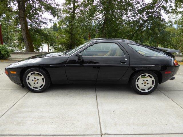 1988 Porsche 928 | 882496