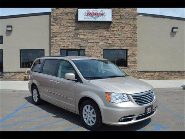 2015 Chrysler Town & Country | 883521