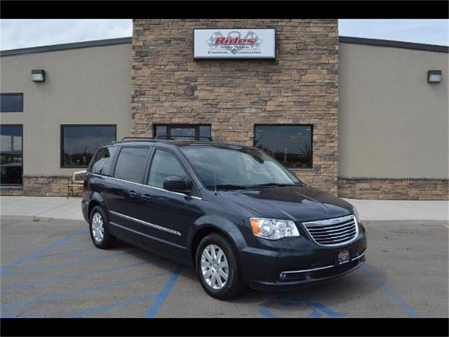 2014 Chrysler Town & Country | 884142