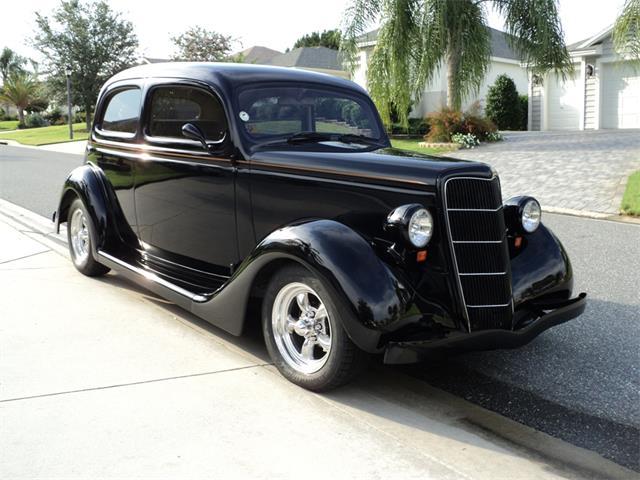 1935 Ford 2-Dr Sedan | 884524