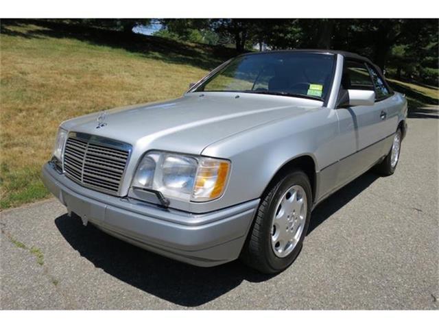 1995 Mercedes-Benz E320 | 880465