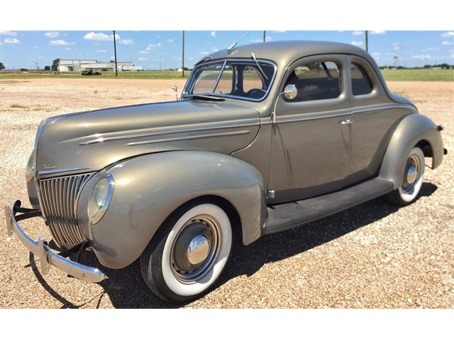 1939 Ford Deluxe | 885260