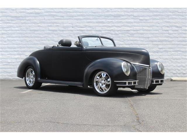1939 Ford Deluxe   885296