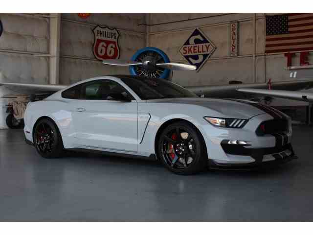 2016 Ford Mustang | 880549