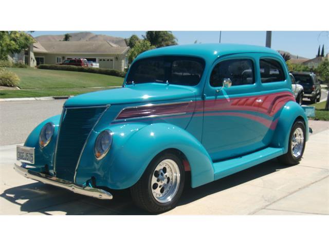 1937 Ford Sedan | 885886