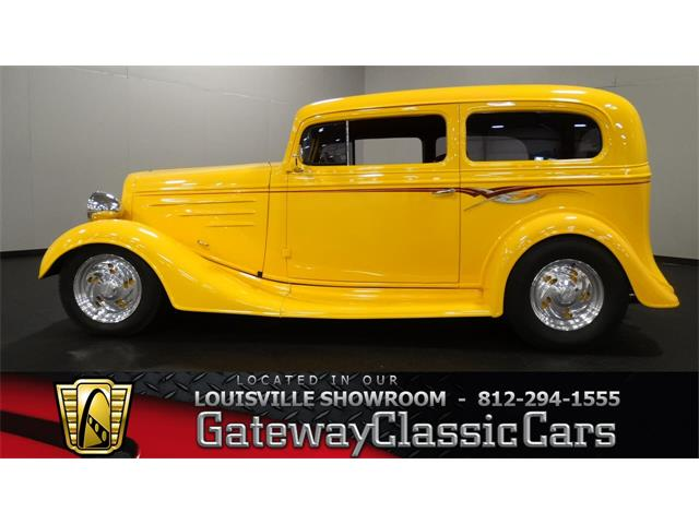 1935 Chevrolet Sedan | 886591