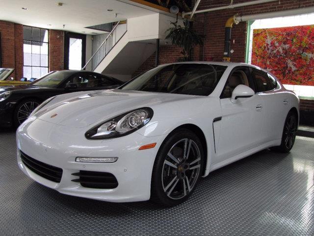 2016 Porsche Panamera | 886836