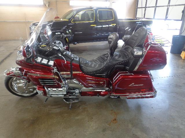 2000 Honda Motorcycle | 887061