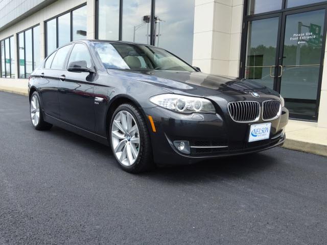 2011 BMW 5 Series | 887110