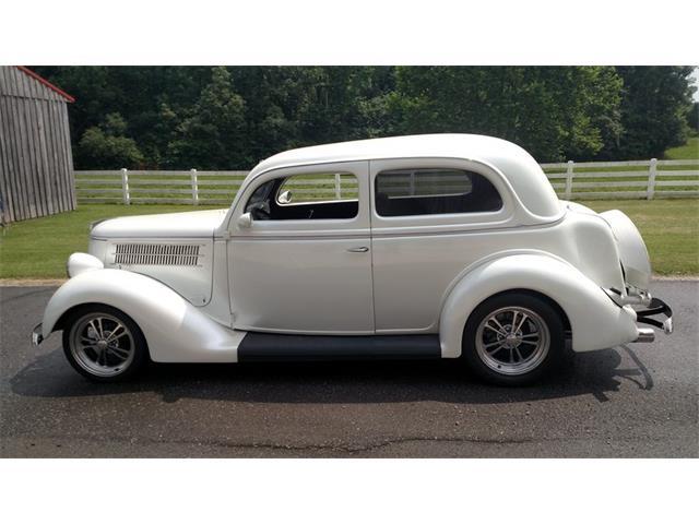 1936 Ford Sedan | 887673