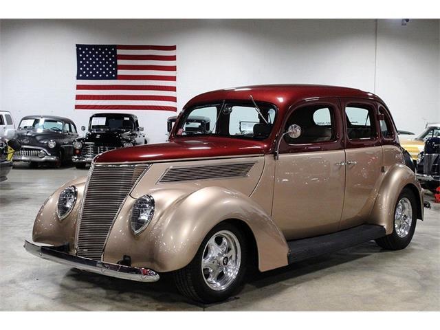 1937 Ford Sedan | 887938