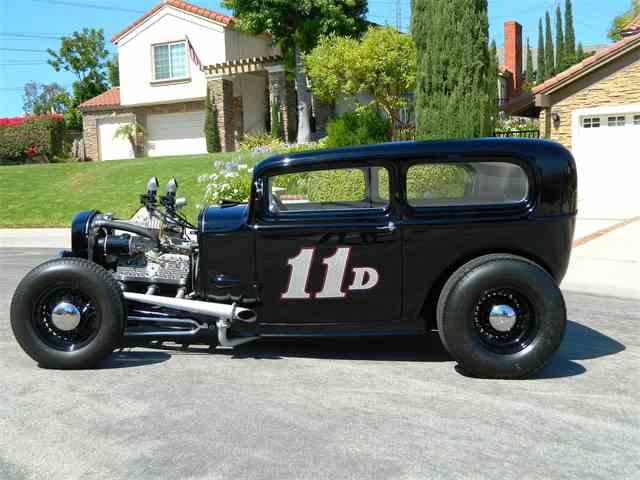 1932 Ford 2-Dr Sedan | 888181