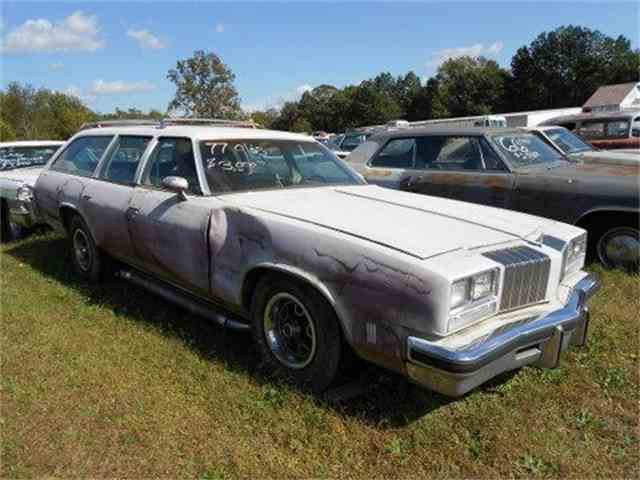 1977 Oldsmobile Custom Cruiser | 888652
