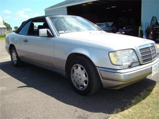 1994 Mercedes-Benz E320 | 880894