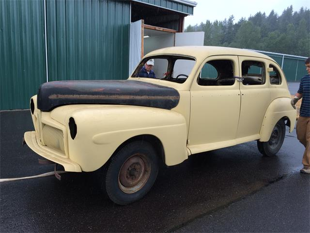 1942 Ford Deluxe | 880898