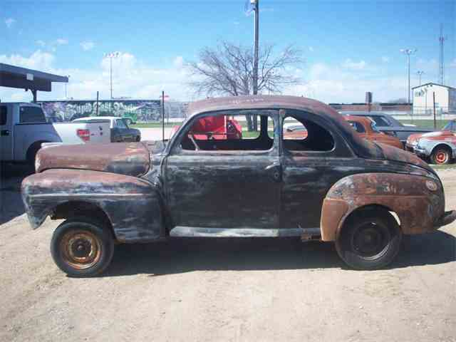 1947 Ford 2-Dr | 889122