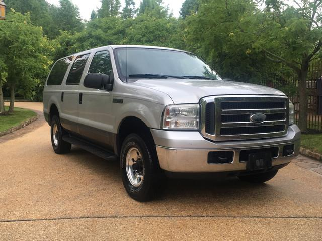 2005 Ford Excursion | 889321