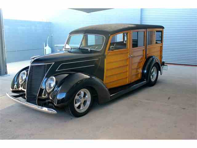 1937 Ford Deluxe Woody Wagon | 889584