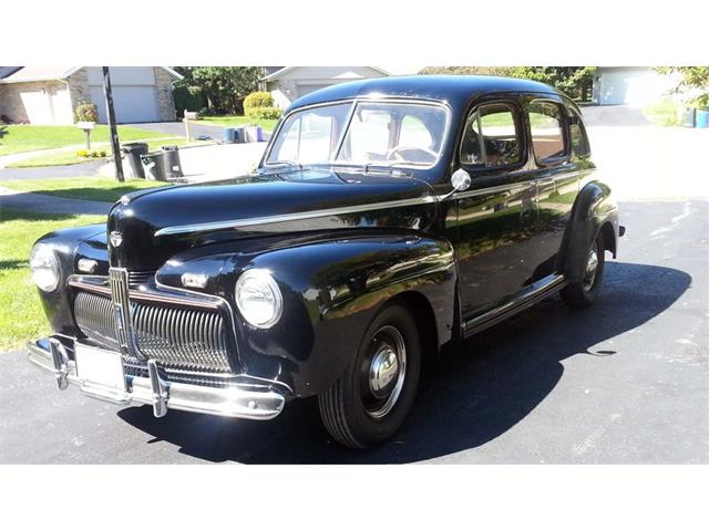1942 Ford Deluxe | 891527