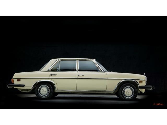 1976 Mercedes-Benz 240D   893305