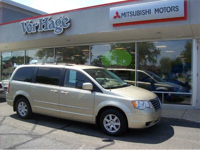2010 Chrysler Town & Country | 894273