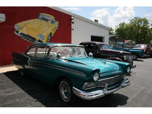 1957 Ford Fairlane | 894342