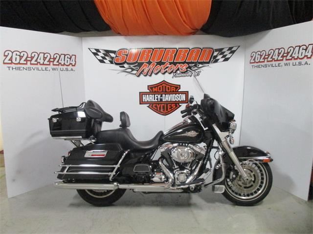 2011 Harley-Davidson® FLHTC - Electra Glide® Classic | 896273