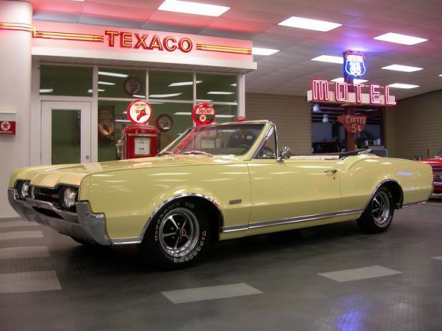 1967 Oldsmobile Cutlass Supreme | 896365