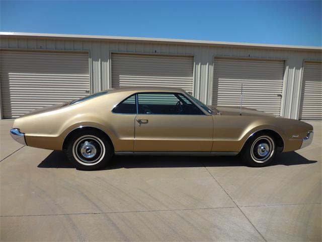 1966 Oldsmobile Toronado | 896517