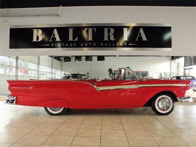1957 Ford Fairlane 500 | 897118