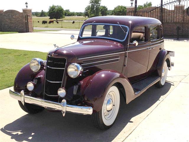 1929 Ford Sedan | 897836