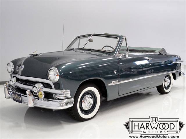 1951 Ford Custom Deluxe | 890851