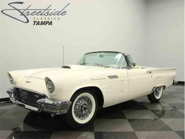 1957 Ford Thunderbird   899823