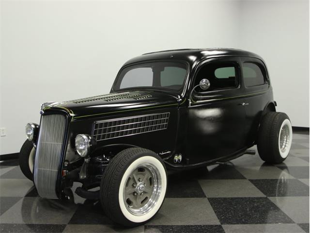 1935 Ford 2-Dr Sedan | 901055