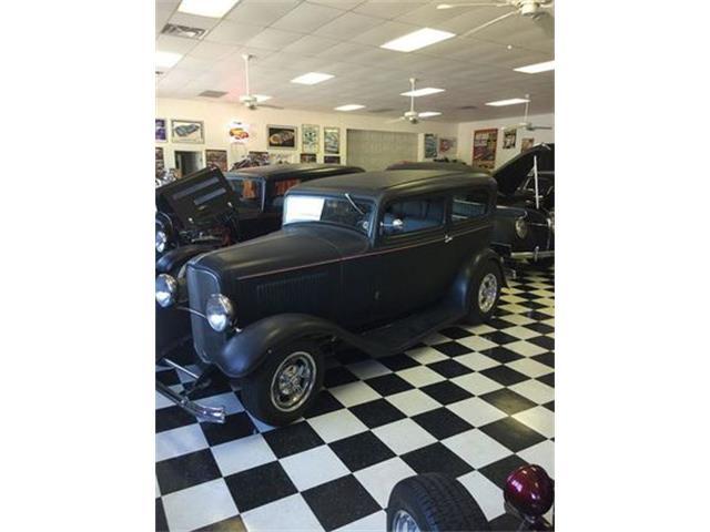 1932 Ford 2-Dr Sedan | 901933