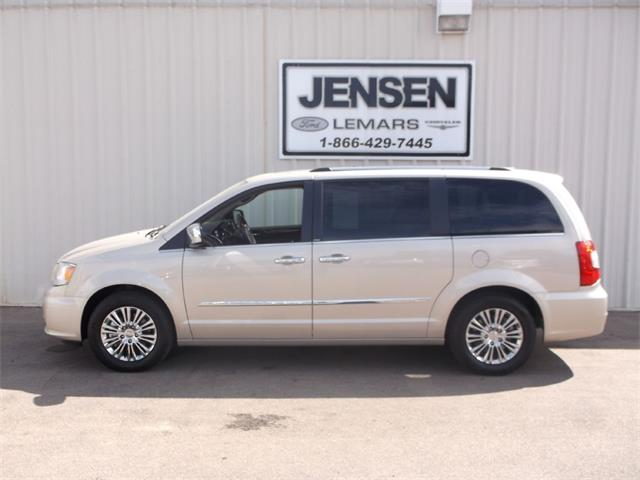 2014 Chrysler Town & Country Limited | 904973