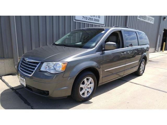 2010 Chrysler Town & Country Touring Plus | 905005