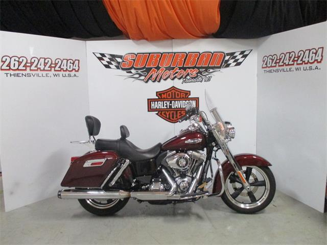 2015 Harley-Davidson® FLD - Dyna® Switchback™ | 905737