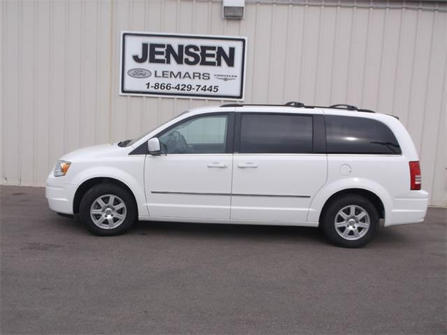 2010 Chrysler Town & Country Touring | 907716