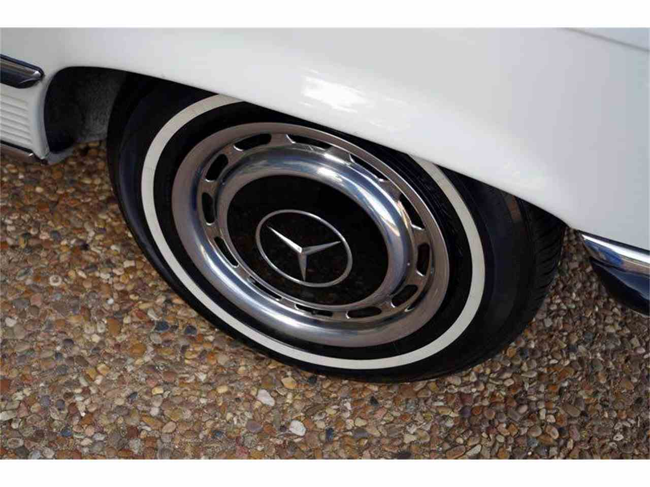 Large Picture of 1972 Mercedes-Benz SL-Class located in Texas Offered by European Motor Cars LTD - JGGA
