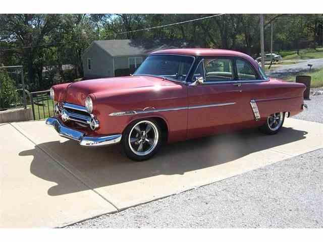 1952 Ford Crestline | 908688