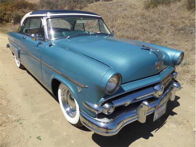 1954 Ford Crestline | 908938