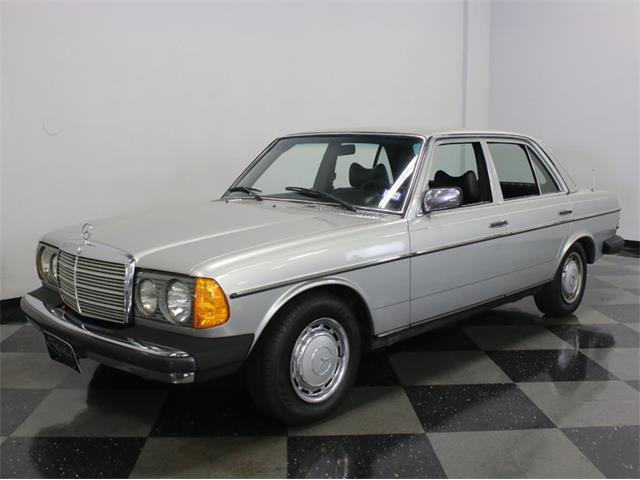 1977 Mercedes-Benz 300D | 909426