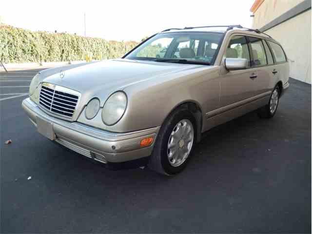 1998 Mercedes-Benz E320 | 909781