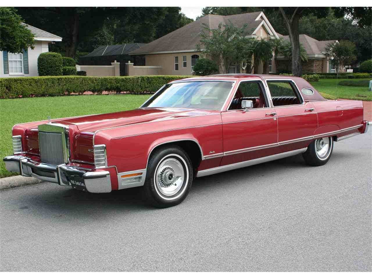 Large Picture of '77 Town Car - JIZ9