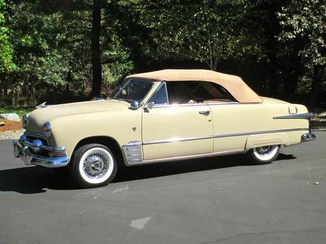 1951 Ford Convertible   913195
