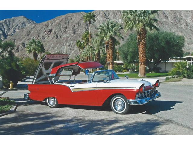 1957 Ford Skyliner | 913387