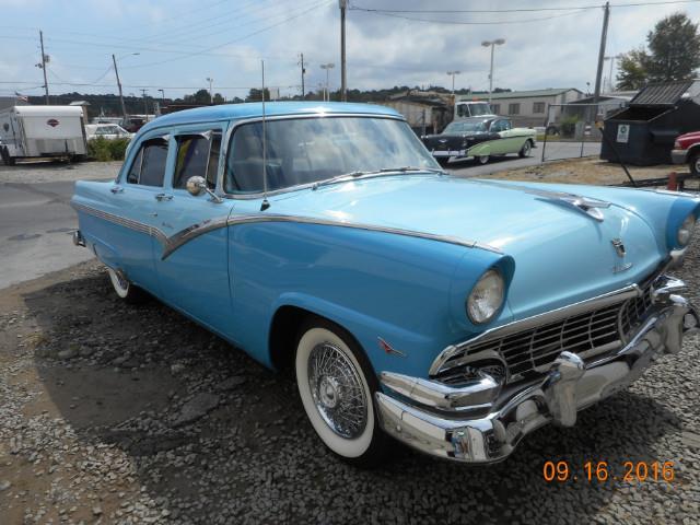 1956 Ford Fairlane | 910718