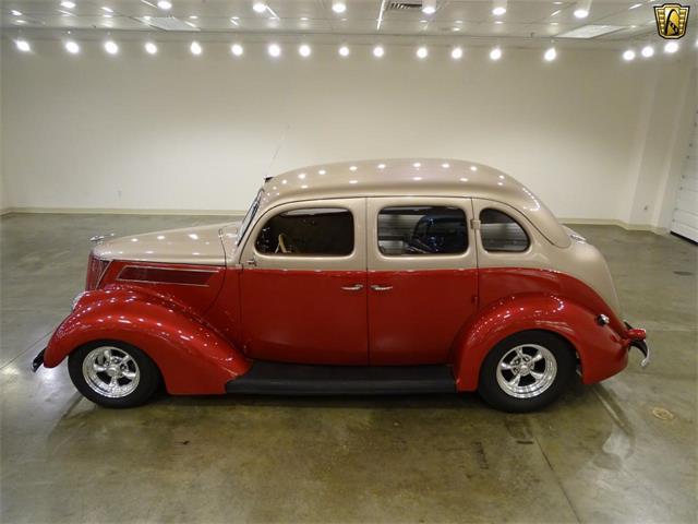 1937 Ford Sedan | 917717