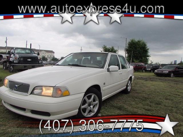 1999 Volvo S70 | 918287